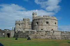 21 Incredible Places to See on the Jurassic Coast + free map included! Palaces, Facts About Castles, Falmouth Cornwall, Falmouth England, Falmouth Jamaica, Castles In England, English Castles, Jurassic Coast, Ghost Tour