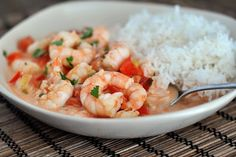 Garlic Shrimp in Coconut Lime Tomato Sauce Talk about a completely unassuming (and super fast! This quick and healthy garlic shrimp in coconut lime tomato sauce dish is incredibly delicious. Honey Lime Tilapia, Cilantro Lime Shrimp, Garlic Shrimp, Garlic Sauce, Shrimp Dishes, Shrimp Recipes, Fish Recipes, Recipies, Kraft Recipes
