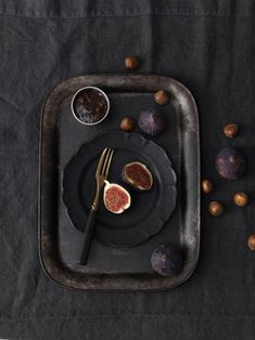 figs on black