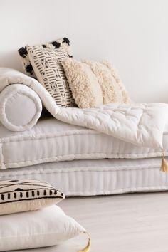 Futón Plegable en Terciopelo (120x60 cm) Saïd - SKLUM Style Boho, Carpet Trends, World Of Interiors, Velvet Fashion, New Carpet, Modular Sofa, Rug, Decoration, Duvet