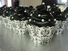 Damask Cupcakes  So cute!!!  I would do this with pink icing!