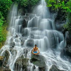 Of the many waterfalls in Bali, maybe Kanto Lampo waterfall is one of the waterfalls are still not widely known by tourists, the waterf. Places Around The World, Travel Around The World, Bali Waterfalls, Temple Bali, Bali Baby, Voyage Bali, Bali Travel Guide, Destin Beach, Ultimate Travel