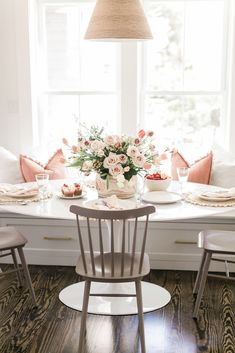 A Special Brunch Table for Mom - Finding Lovely Dining Nook, Dinning Table, Küchen Design, House Design, Interior Design, Brunch Table, Pink Home Decor, Minimalist Home, Home And Living