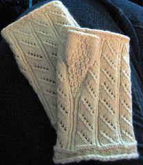 Pulsvante fra Hallingdal Buskerud From the book: Handplagg til Bunader og Folkedrakter  (Hand Coverings for National and Folk Costumes) by Heidi Fossnes  yarn: cashmere. Knitted by Sølje