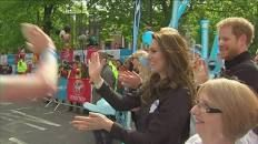 Duke and Duchess of Cambridge dish out high fives, hugs and handshakes at the 2017 London Marathon