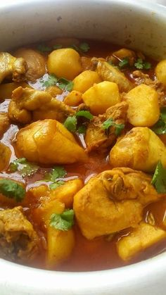 CHICKEN CURRY Cape Malay Cooking with Fatima Sydow Ingredients . pieces of Chicken ( remove most of the skin) 3 tablespo. Curry Recipes, Meat Recipes, Indian Food Recipes, Asian Recipes, Cooking Recipes, Oven Recipes, Kitchen Recipes, Recipies, Dinner Recipes