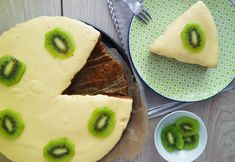 Was schmeckt nach Sommer? Dieser cremige Mango-Kuchen steht auf jeden Fall hoch im Kurs: vegan, gesund & fettarm! Nur mit guten Zutaten & ein echter Genuss.
