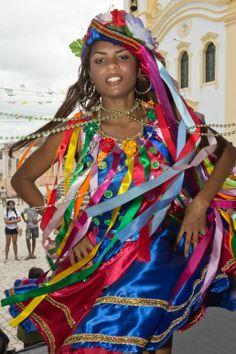 """Reisado II  Dançarina do """"Reisado 12 Estrelinhas"""" da cidade de Rosário do Catete em Sergipe. Em apresentação no Encontro Cultural de Laranjeiras."""