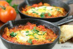 Ovos pochê ao molho de tomate (Shakshouka)