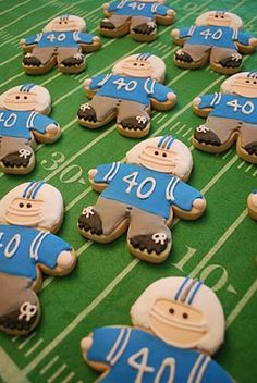 football player cookies in your team colors, of course ♥ #TailgateWithFoodSaver