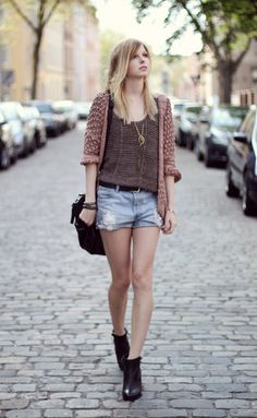 I love this relaxed yet pretty style a lot