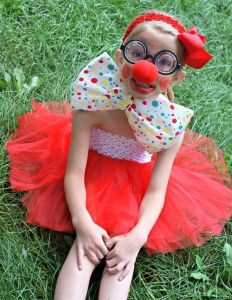 wish that I had a little girl for this -- Cute, cute, cute! Quick & affordable clown costume tutorial.