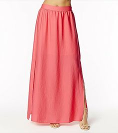 This calypso pink double slit maxi skirt is a summer favorite! Summer Wear, My Wardrobe, Style Me, Feminine, Style Inspiration, Fashion Outfits, Crop Tops, Skirts, Model