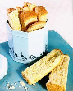 Ku-die-Boerbeskuit - Daar is niks so lekker soos 'n koppie boeretroos en beskuit nie. Easy Cake Recipes, Dessert Recipes, Bread Recipes, Baking Desserts, Drink Recipes, Kos, Rusk Recipe, Ma Baker, Healthy Breakfast Snacks
