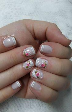 Se tem unhas decoradas que nunca nos cansamos de ver são as unhas com desenhos de rosas! Eu amo! As rosas desenhadas nas unhas as deixam sempre com um ar de delicadas e ao mesmo tempo de mulher elegante. Hoje trazemos 60 modelos de unhas com desenhos de rosas feitos à mãos. Os desenhos de… Cute Nails, Pretty Nails, Lany, Flower Nails, Cute Nail Designs, Beautiful Nail Art, Makeup Goals, Nail Arts, Flower Designs