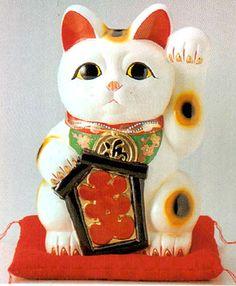 beckoning cat (that invites good fortune)