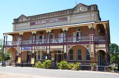 Railway Hotel, Ravenswood, Qld (near Charters Towers). Australia Living, Queensland Australia, Western Australia, Australia Travel, Living In Adelaide, Tropic Of Capricorn, Vintage Hotels, Sunshine State, Historic Homes