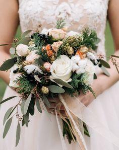 Die schönsten Brautstrauß-Inspirationen in vielen Farben | Hochzeitskiste Table Decorations, Inspiration, Flowers, Home Decor, Pink, Bouquet Wedding, Bridal Flowers, Pentecost, Colors