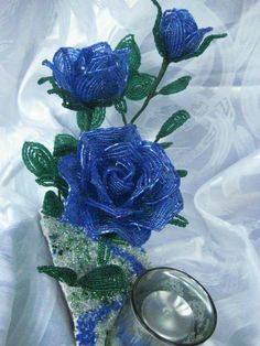 Beaded Flowers Patterns, French Beaded Flowers, Wire Flowers, Beading Patterns, Paper Flowers, Bead Crafts, Diy And Crafts, Beaded Bouquet, Blue Roses