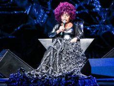 Elza Soares leva show 'A Voz e a Máquina' à Caixa Cultural #timbeta #sdv #betaajudabeta