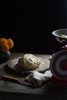 PAN DE MUERTO | RÚSTICA Camembert Cheese, Dairy, Pizza, Food, Sweet And Saltines, Sweet Recipes, Gold Leaf, Pan De Muerto, Dough Balls