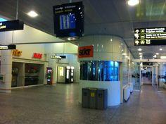 Okay vi tjekkede alt for tidligt ind. Terminal 1 i Kastrup er ikke just proppet med caféer og kaffe. #paavejmodaalborg