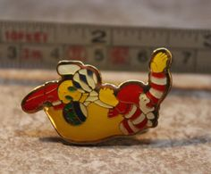Ronald McDonald McDonalds Holding Balloons Metal Collectible Pinback Pin Button #McDonalds