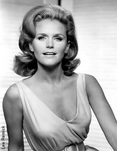 I was so excited when I first saw Lee Remick in a movie because I had never heard of another woman named Lee. Then when you see her act...brilliant!