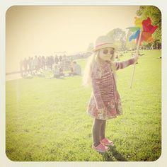 Journey Bloom & her pinwheel | Photo by http://beanbenson.com