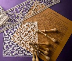 Antique Lace, Vintage Lace, Benalmadena, Bobbin Lacemaking, Bobbin Lace Patterns, Lace Making, String Art, Needlework, Projects To Try
