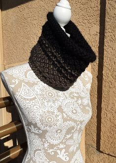 Ravelry: 16th Street Cowl pattern by Dayna Scoles