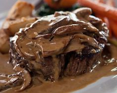 RETRO DINNER: Heavenly Steak Diane ~ The luscious cognac cream sauce with grilled mushrooms is absolutely gorgeous and served over a perfectly cooked Filet Mignon, it's pure heaven. Steak Recipes, Sauce Recipes, Cooking Recipes, Steak Diane Sauce, Steak Diane Recipe, Beef Dishes, Love Food, Food To Make, Food And Drink