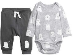 Set with bodysuit and pants in soft organic cotton jersey. Bodysuit with lapped shoulders long sleeves printed motif at front and snap fasteners at gusset. Pants with a printed motif at front ribbed waistband and foldover cuffs at hems. Goth Baby Clothes, Halloween Baby Clothes, Baby Boy Outfits, Kids Outfits, Gothic Baby, Baby Kids, Cute Babies, Baby Bug, Lingerie Collection