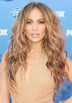 Peinados para cabello rizado: http://trucoscaserosparaelpelo.com/peinados-para-cabello-rizado/