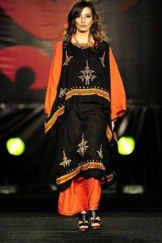 La robe chaoui de mariage est une tenue essentielle des citoyens berbères de l'Algérie. Depuis des centaines d'année,elle est un vêtement d'apparat que ...