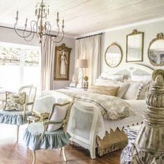 36 Simply French Country Home Decor Ideas. Simply French Country Home Decor There is no doubt about it; the French do have a style that many other nations around the world try […] French Country Kitchens, French Country Bedrooms, French Country Living Room, French Country Farmhouse, French Country Style, Country Bathrooms, Farmhouse Style, French Country Bedding, Bedroom Country