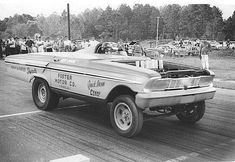 """Vintage Drag Racing - Funny Car, this odd-looking thing is what the first funny cars looked like. Now you know why they called them """"funny cars."""" They looked funny, not like """"real"""" cars. Crate Motors, Nhra Drag Racing, Auto Racing, Vintage Race Car, Vintage Auto, Drag Cars, Car Humor, Hot Cars, Funny Cars"""