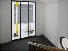 Treppenhausfenster im Erzbischöflichen Generalvikariat Paderborn - Künstler: Johannes Schreiter