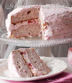 Strawberry Dream Cake | Taking On Magazines | www.takingonmagazines.com