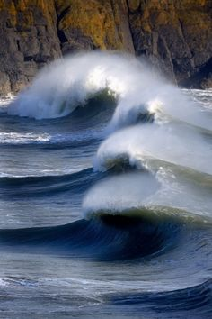 Hells Mouth Surfer Waves, Wales I can't imagine seeing anyone surfing those waves! No Wave, Water Waves, Sea Waves, Surf Mar, Magic Places, All Nature, Ocean Beach, Beautiful World, Beautiful Ocean