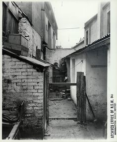 Rear of 93 Cumberland Street, The Rocks (NSW) [Rocks Resumption photographic survey] Old Photos, Vintage Photos, The Rocks Sydney, Gloucester Street, Sydney City, Historical Images, Historical Architecture, Sydney Australia, Beautiful Buildings