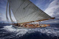 Moonbeam IV au depart a Saint-Tropez - Atlantic Yacht Club