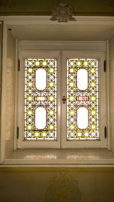 Leaded glass. 1897 Pleasant Home, designed by George Maher. Queen Anne's Revenge: a very Pleasant Home