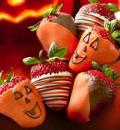 Spooky Chocolate Dipped Strawberries.....like these!!