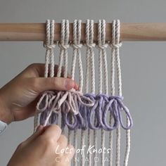 DIY Macrame for Beginners/Macraweave Tutorial: Running Rya Knot! Macrame Wall Hanging Patterns, Macrame Patterns, Macrame Plant Hangers, Pilou Pilou, Weaving Loom Diy, Macrame Owl, Crochet Motifs, Macrame Design, Macrame Projects