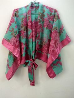 Short Kimono Shrugs The Summer Cardigan for Women. Shrugs top dress can also be worn on jeans. Shrugs is lightweight and feminine, the perfect accessory of dress or top. The Shrugs is loose and super comfortable dress for women made with vintage sari saree fabric with vibrant colors The dress can Kimono Shrug, Boho Kimono, Kimono Dress, Kimono Fashion, Kimono Top, Cardigans For Women, Blouses For Women, Bridal Shower Gifts For Bride, Shrugs And Boleros