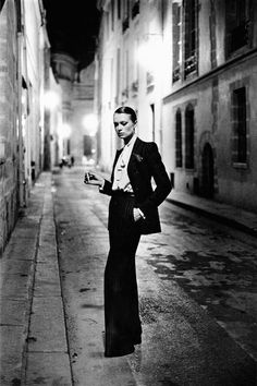 Yves Saint-Laurent, Vogue France, Rue Aubriot, Paris, 1975. © Helmut Newton: