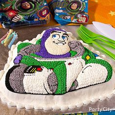 How to make this out-of-this-world Buzz Lightyear cake! From our Toy Story party ideas guide. Fête Toy Story, Toy Story Theme, Toy Story Cakes, Toy Story Party, Toy Story Birthday, Third Birthday, 4th Birthday Parties, Boy Birthday, Birthday Ideas