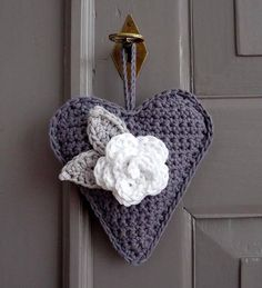"""soaring-imagination: """" Crochet heart hanging and rosette by Ingrid of Studio 92 Designs. {Love the use of the grey and white…subtle and a bit vintage I think! Crochet Vintage, Crochet Diy, Crochet Home, Crochet Gifts, Love Crochet, Crochet Motif, Beautiful Crochet, Crochet Flowers, Crochet Patterns"""