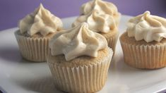 snickerdoodle cupcakes w/ cinnamon cream cheese frosting
